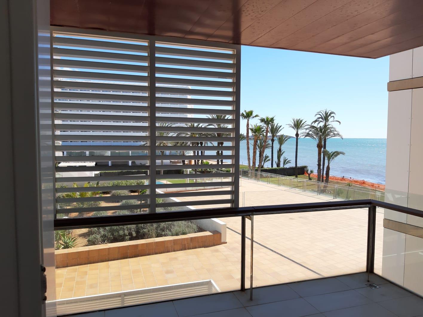 Apartamento dúplex de lujo frente a la playa en venta en Bossa del Mar, Ibiza